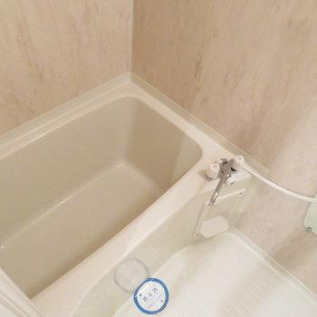 お風呂は普通かもです※写真は8階の同間取り別部屋のものです
