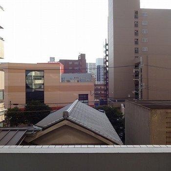 眺望はもうちょっと。※写真は3階の同間取り別部屋のものです。