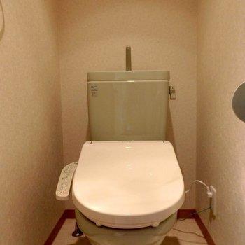 グリーンのトイレ、珍しい。※写真は同間取り別部屋
