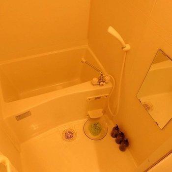 お風呂場はゆったりしてます。※写真は同間取り別部屋