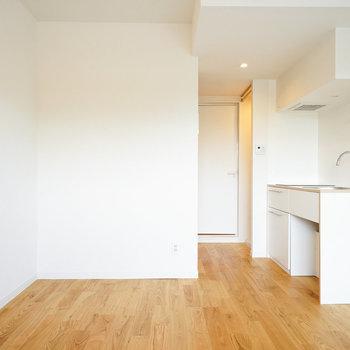 キッチンも真っ白、お部屋に溶け込みます