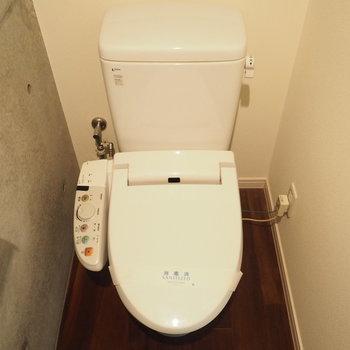 トイレの壁も打ちっぱなし