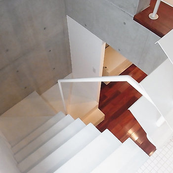 デザイン性のある階段ですね ※写真は別部屋