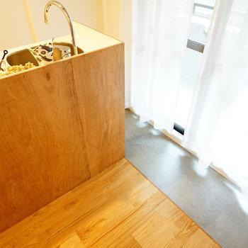 キッチン横は土間空間に!