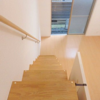 階段の幅がかなりあるのがわかります。