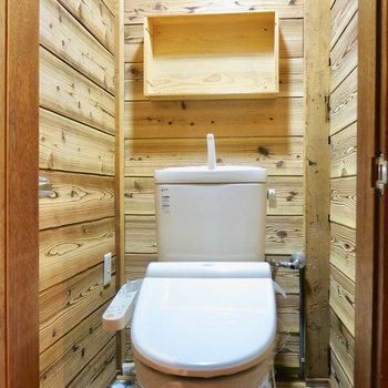 トイレも木!