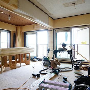引き戸を開けると2面採光◎※写真は工事中です