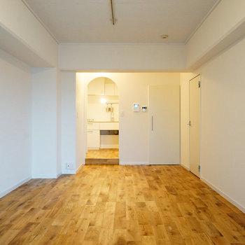 さらさらの無垢床はとっても心地が良い〇※写真は前回募集時のものです。