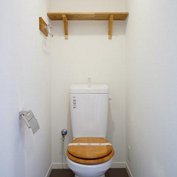 トイレは木製便座に※写真はイメージです