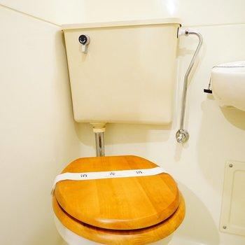 トイレは木製便座を。※写真は前回施工の402号室