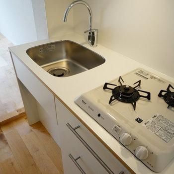 キッチンはTOMOSオリジナル2口ガス!※写真は前回募集時のもの
