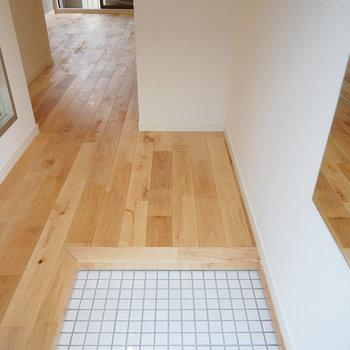 玄関、ゆったりした空間です◎※写真は201号室