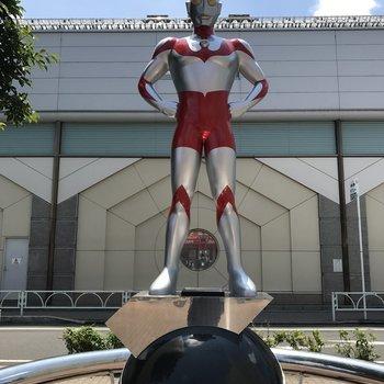 駅前のウルトラマン像!