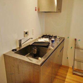 キッチンも十分な設備で