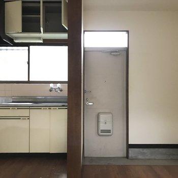 キッチンは同じ位置に、窓があって明るく料理ができますね※写真は工事中