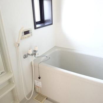 お風呂にも窓があるのが嬉しい。