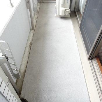 ベランダ広めです。※写真は8階の反転間取り別部屋のものです