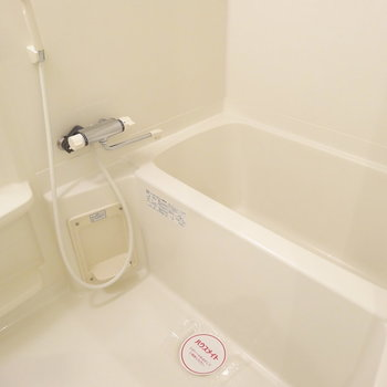 お風呂はゆったり・・※写真は8階の反転間取り別部屋のものです