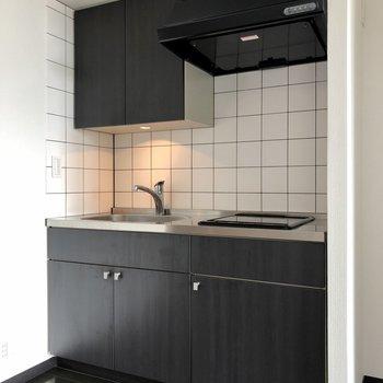 冷蔵庫はキッチン右側にスペースがあります。