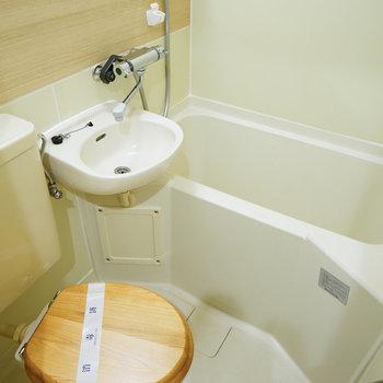 3点UB内には木目調シートとシャワー水栓の水栓を交換!