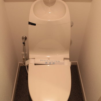 トイレは最新型ですね