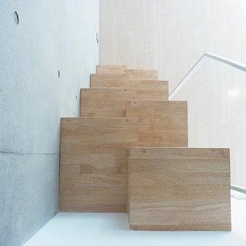 ちょっと変わった階段がお部屋のアクセント※写真は別部屋
