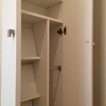 斜めのシューデッキ ※写真は1階の反転間取り別部屋です。