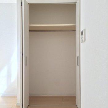 お部屋唯一の収納スペース ※写真は1階の反転間取り別部屋です。
