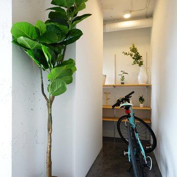 玄関に自転車を置くとこんな感じ。※写真は前回募集時のものです