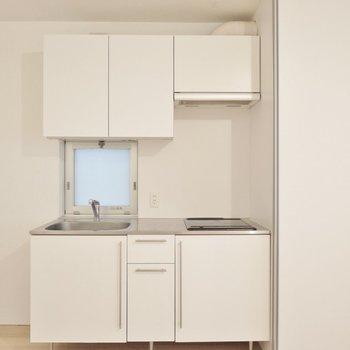 白いキッチンは清潔感◎お料理がしたくなりますよ