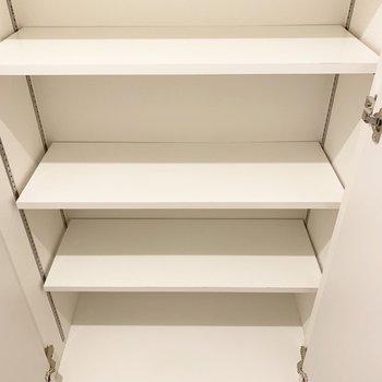 シューズボックスも大容量◎床から天井までです。(※写真は2階の同間取り別部屋のものです)