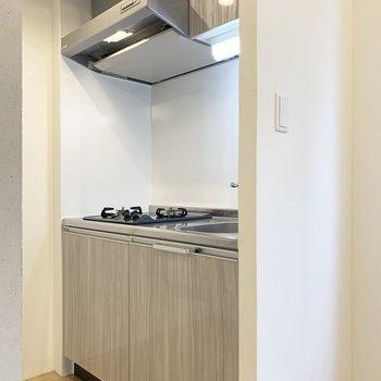 システムキッチン。(※写真は2階の同間取り別部屋のものです)