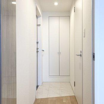 廊下周りを見て行きましょう。(※写真は3階の同間取り別部屋のものです)