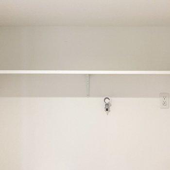トイレと洗濯機置き場の上にはオープン棚がついています。(※写真は3階の同間取り別部屋のものです)