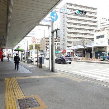 商店街に出ると駅はすぐそこです。