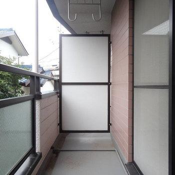バルコニーはこちら。※写真は2階の反転間取り別部屋のものです