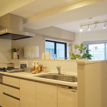 キッチンは3口コンロで幅が贅沢!