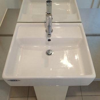 洗面台はちっちゃいけど、そのギャップがまた良い