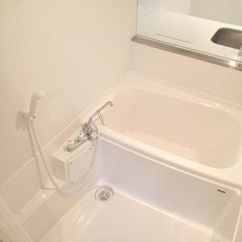 深めの浴槽はゆったりできそう!