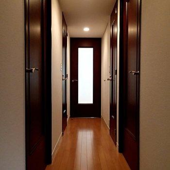 玄関の入ったところ、これは良い廊下です