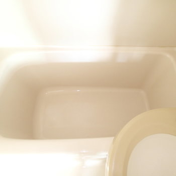 浴槽も狭めです