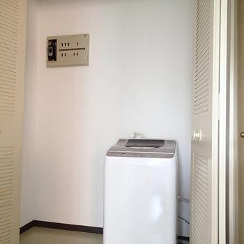 こちらも玄関近くの収納。洗濯機あります