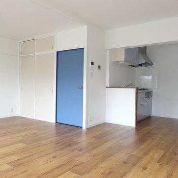 キッチンが奥に配置されているので居室が広いです。