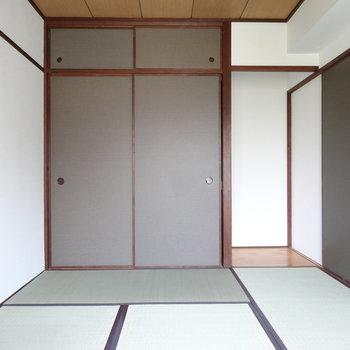 こちらは和室。畳のいい香りが。
