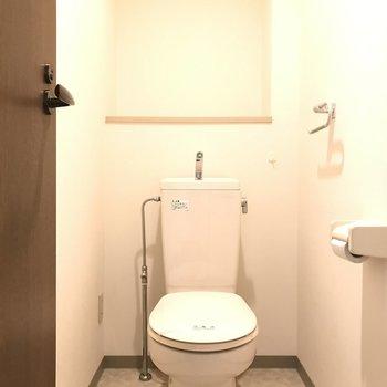 おトイレ、狭くはない感じ