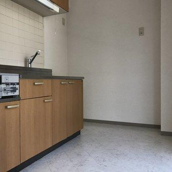 キッチンまわりも十分なスペース感