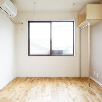 スーッと無垢の床が綺麗に伸びた気持ちのいいお部屋♪