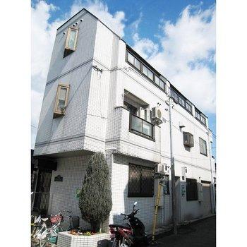 Y.M HOUSE