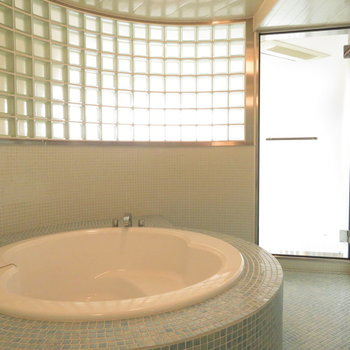 ガラス中にはすごいお風呂