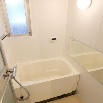 お風呂も浴槽を取り替えて壁はシートを入り替えてます!綺麗です!※写真は前回募集時のものです